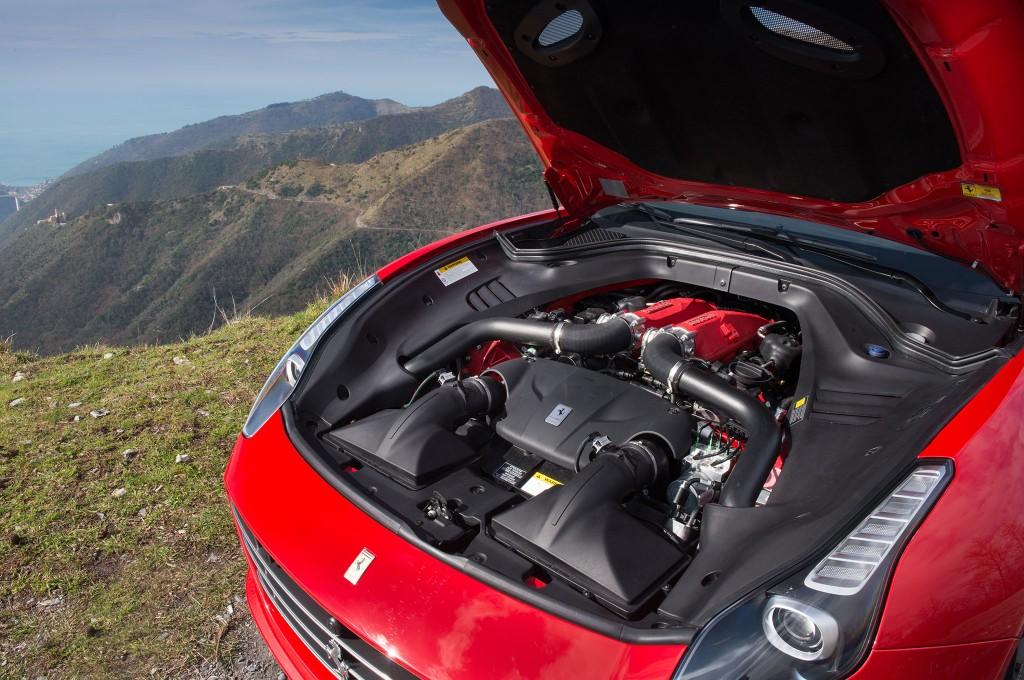 2016-Ferrari-California-T-Handling-Speciale-engine-01
