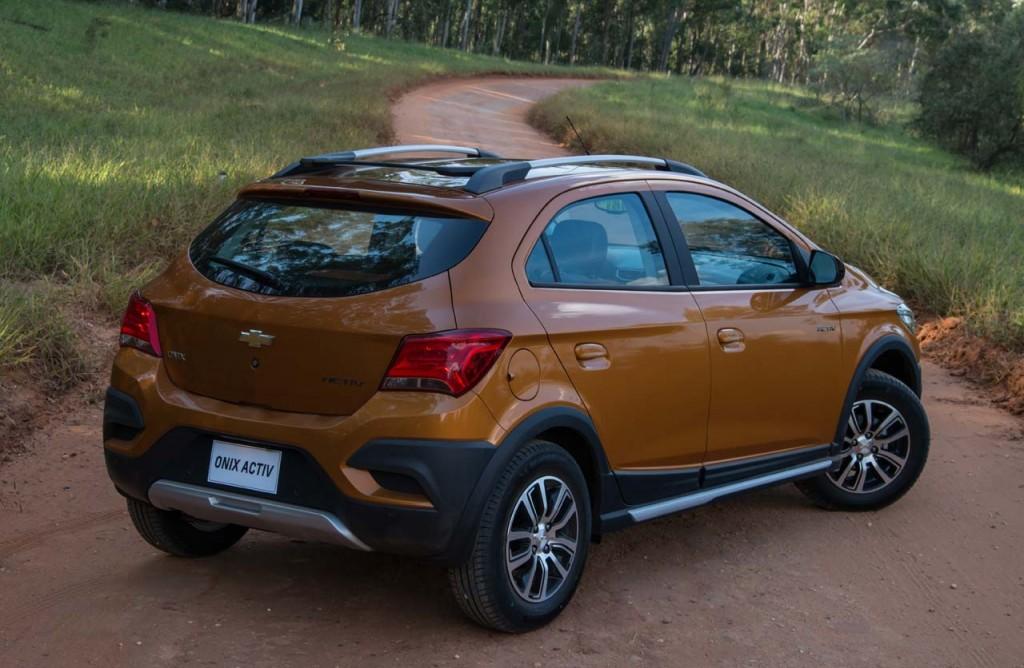 Chevrolet-Onix-Activ-off-trasera