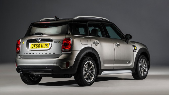 2017-mini-cooper-s-e-countryman-all4-668x376