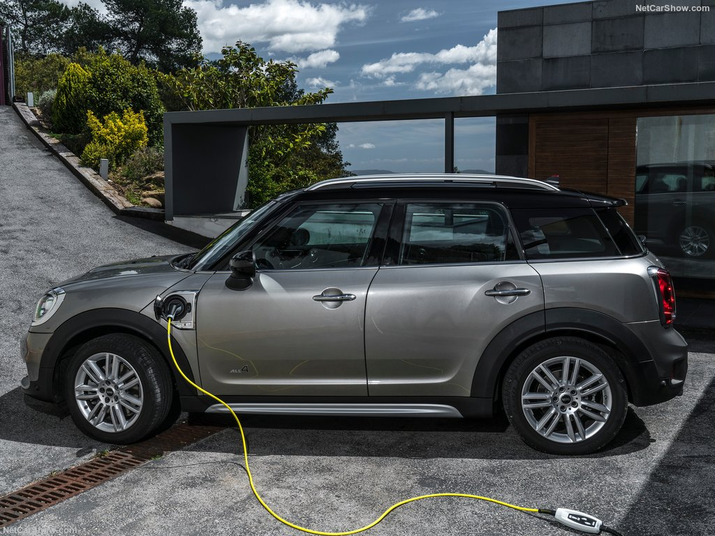 Mini-Countryman_Plug-in_Hybrid-2017-1024-53