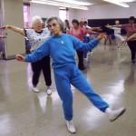 Combinar ejercicios ayuda a la salud en la edad adulta. Foto NCI