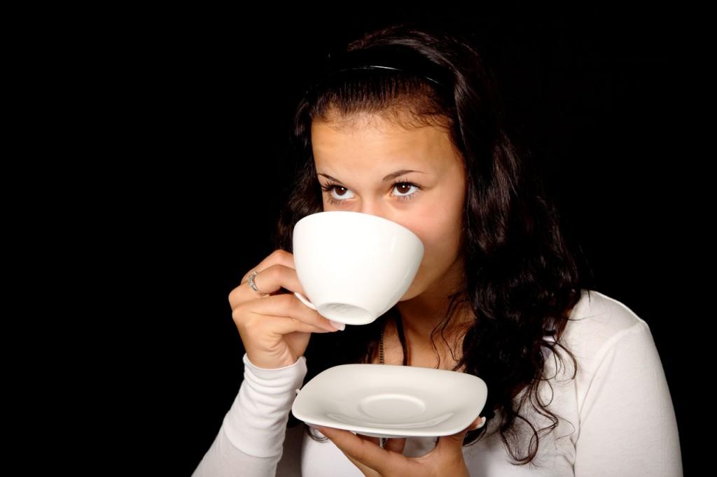 Tomar café, una actividad diaria para millones de personas. Foto Public Domain Pictures