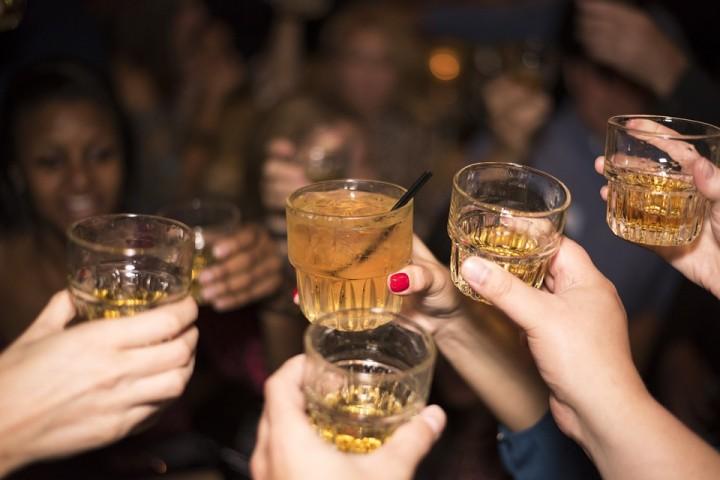 El alcohol sigue siendo fuente de estudios científicos y de resultados a veces contradictorios. Foto Pixabay