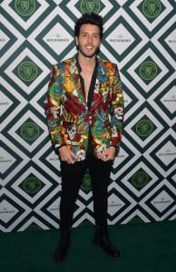 Artistas pasan por alfombra verde de fiesta de inicio de Grammy Latino en Casa Buchanan's