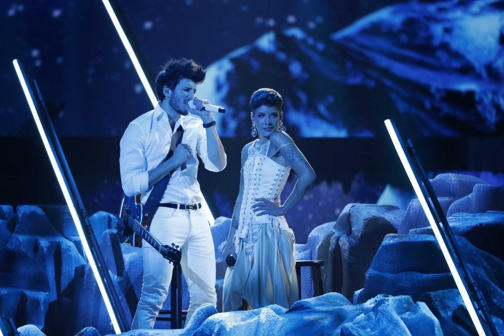 Sebastian Yatra interpretó No hay nadie más y Without me con Halsey. Una colaboración bilingüe y muy admirada. FOTO Reuters