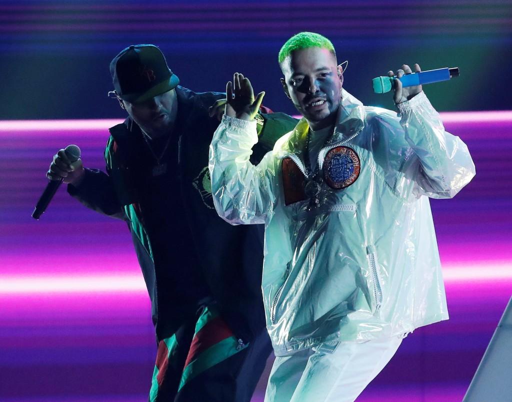 J Balvin salió al escenario dos veces. Aquí con Nicky Jam. FOTO Reuters