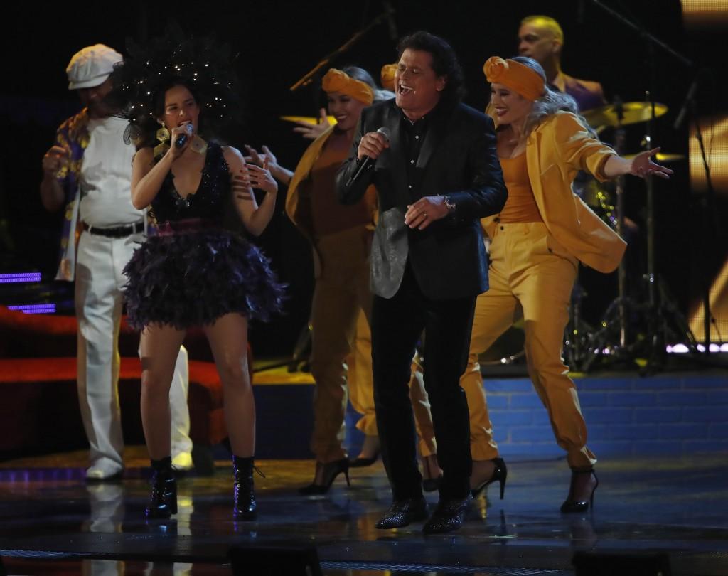 Carlos Vives ganó en la categoría Mejor Álbum Tropical Contemporáneo por su disco Vives. Aquí con Monsieur Periné. FOTO EFE