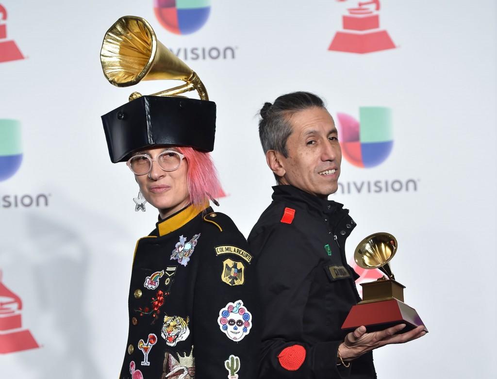 Aterciopelados se llevó su Latin Grammy por Mejor Álbum de Música Alternativa gracias a su trabajo Claroscura. FOTO AFP