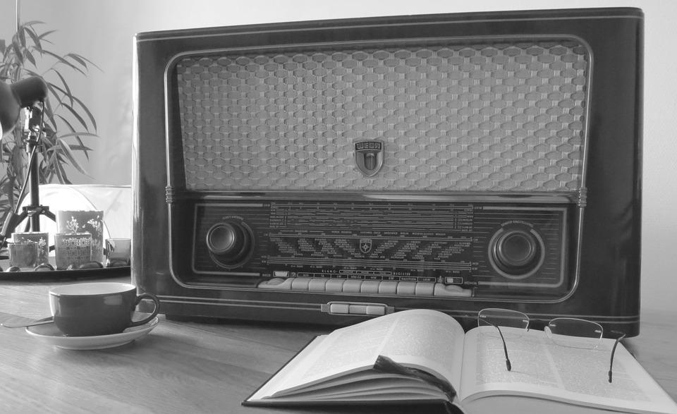radio-476447_960_720