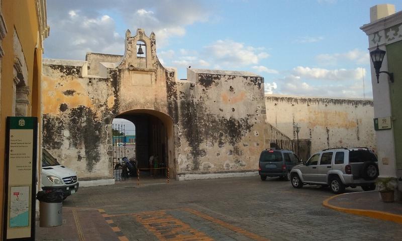 Campeche muralla (800x480)