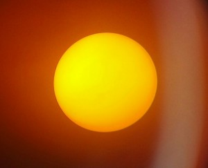 El Sol, captado con un telescopio Celestron y un filtro de la misma casa fabricante. Toda una experiencia.