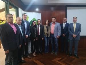 Asistentes a reunión en el IDEA, para proyecto de cooperación Italia - Colombia