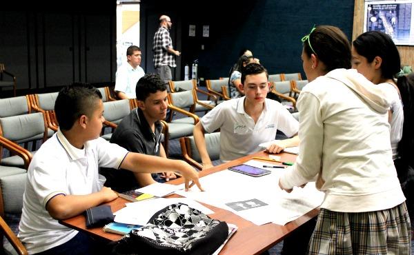 Taller de infografía periodística para instituciones Prensa Escuela