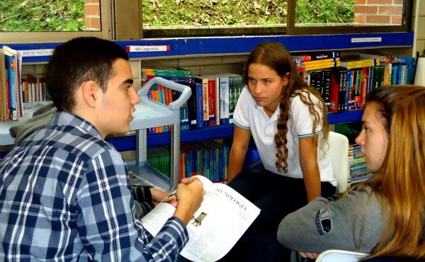 Taller de Apoyo a Medios Escolares en el Colegio Cumbres. Año: 2014