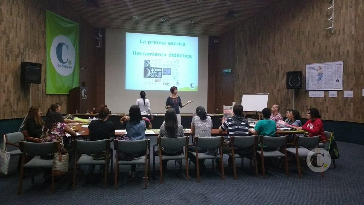 Taller con estudiantes de bibliotecología y educación