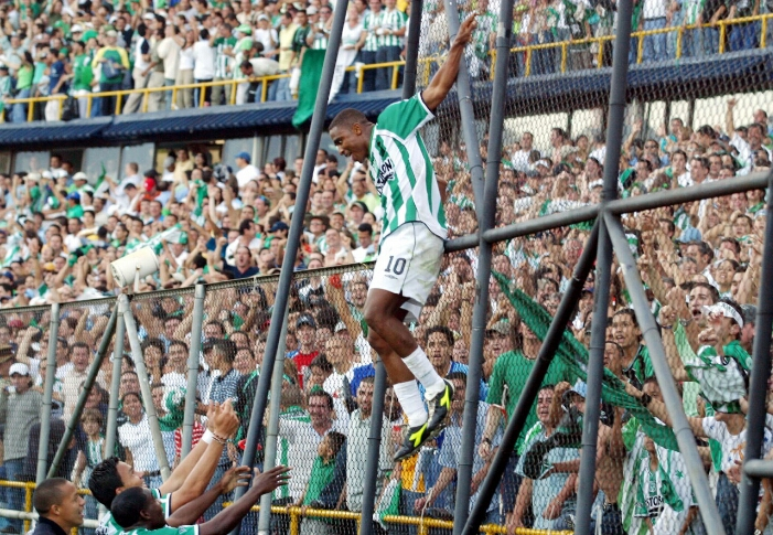 Héctor Hurtado durante la celebración del quinto gol. FOTO ARCHIVO EL COLOMBIANO.