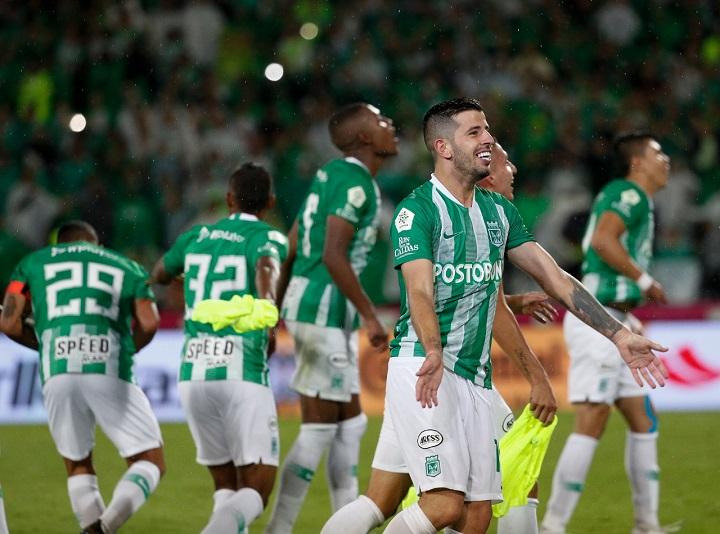 El uruguayo Ceppelini demostró la garra propia de los futbolistas de su país. Entrega y corazón. Foto El Colombiano.