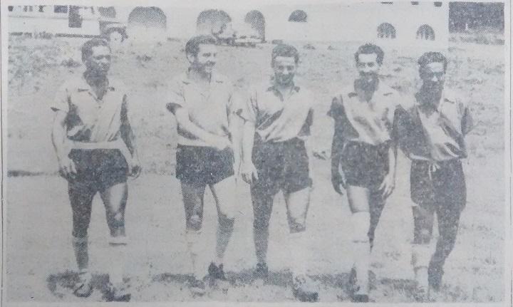La delantera de Nacional 1954, de izquierda a derecha: Alfredo Mosquera (peruano), Miguel Juan Zazini (argentino), Carlos Gambina (argentino), Humberto Álvarez (colombiano) y Ramón Felipe Moyano (argentino). Foto archivo El Colombiano.