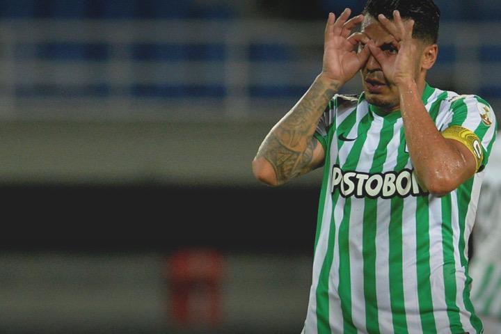 Duque fue determinante en la noche ante la U. Católica. Pasegol y gol para sellar el 2-0. FOTO @nacionaloficial.