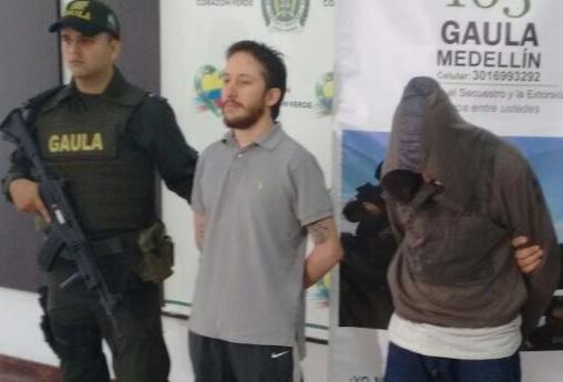 """Estos son alias """"Carnero"""" (de barba) y """"Gafas"""", capturados por el Gaula Metropolitano. Cortesía."""