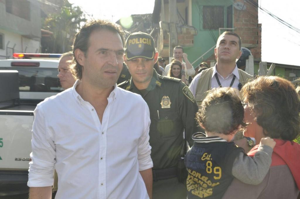 El alcalde Federico Gutiérrez visitó el corregimiento Altavista, luego de la asonada del 20 de julio. Cortesía de la Alcaldía de Medellín.