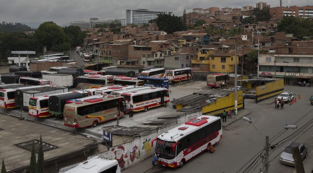 Las vacunas extorsivas a este parqueadero del sector Candelaria, son uno de los motivos que habría provocado la disputa entre los combos. Foto: Donaldo Zuluaga Velilla.