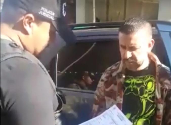 """Jairo César Ramírez Vera, alias """"Comando"""" o """"Julián"""", en el momento de su captura. FOTO: cortesía de la Fiscalía."""
