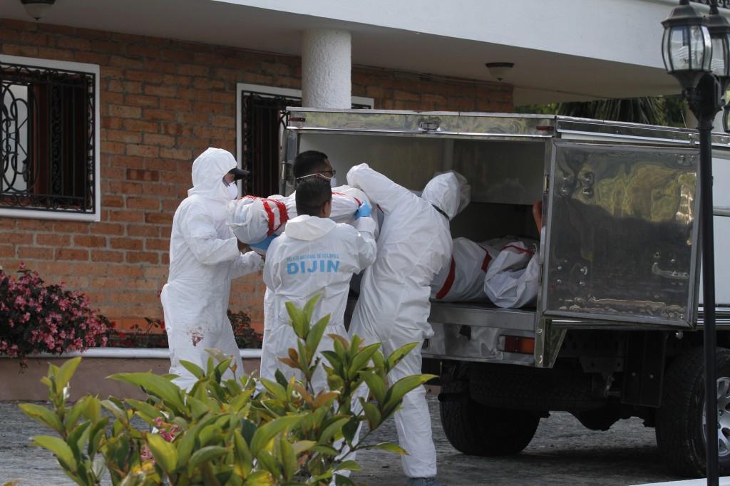 En la finca de la masacre hallaron un fusil AK47, una subametralladora MP5, dos revólveres y dos pistolas. Sobrevivió la mujer del mayordomo, quien dormía en una casa vecina. Foto de Edwin Bustamante.