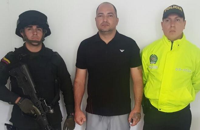 """Julio Perdomo, alias """"el Viejo"""", fue detenido en una residencia del barrio La Palma, en Medellín. Foto cortesía de la Policía Metropolitana."""