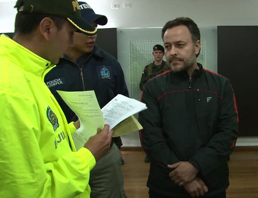 """El momento de la deportación de """"Duncan"""" a Colombia, procedente de Perú, en enero de 2016. Cortesía de la Policía,"""