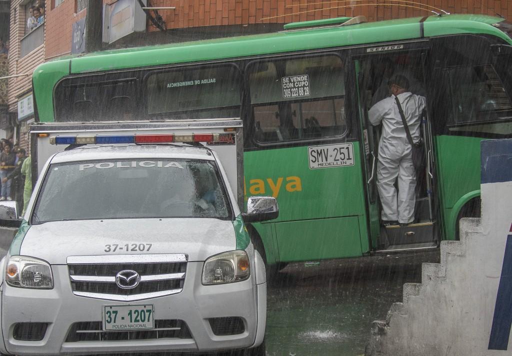 En este bus fue asesinado el adolescente de 17 años, en cercanías al parque de San Cristóbal. Foto de Róbinson Sáenz.