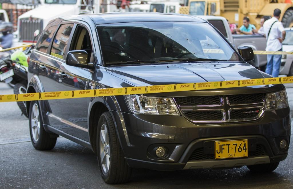 En esta camioneta se movilizaban el comerciante y su acompañante, cuando fueron atacados. Foto de Róbinson Sáenz.