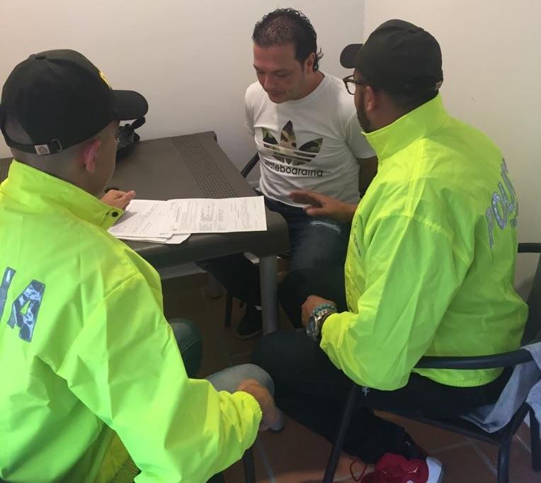 """Carlos Alejandro Mejía Pineda, alias """"Queso"""", fue trasladado a Medellín para la audiencia de control de garantías. Foto de cortesía."""