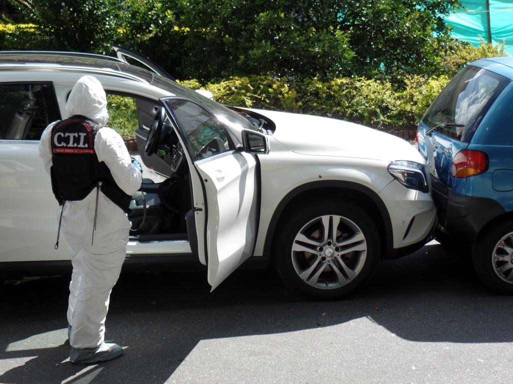 En este automóvil iba el administrador Mauricio Palacio, cuando le dispararon en plena avenida 33 de Medellín. Foto de Santiago Olivares Tobón.