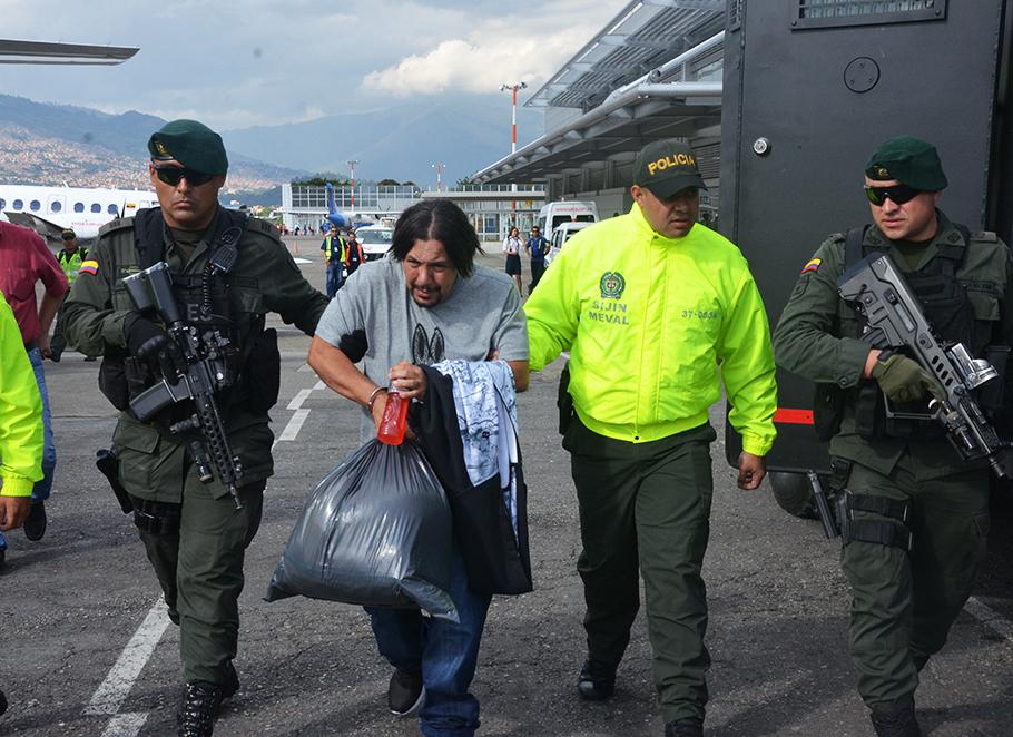 """Juan Carlos Mesa Vallejo (""""Tom"""") fue trasladado desde el aeropuerto Olaya Herrera de Medellín. Foto de la Policía Metropolitana."""