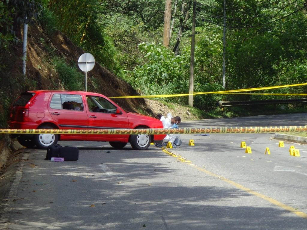 Escena del crimen de un doble homicidio, el 28 de junio de 2010, en el barrio San Lucas de Medellín. Una de las víctimas fue el estadounidense Jason Correa Salazar. Foto de archivo.
