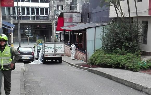 En esta esquina, a una cuadra del Parque Lleras de Medellín, fue abandonado un cadáver dentro de una maleta. Foto de cortesía.