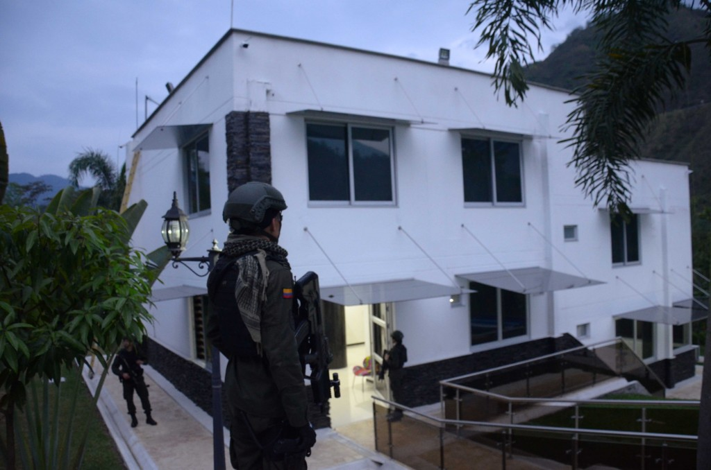 En esta finca de la parcelación La Siria, valorada en 10.000 millones de pesos, se escondía Triana. La habitación principal tenía una puerta blindada. Foto cortesía de la Policía Metropolitana.