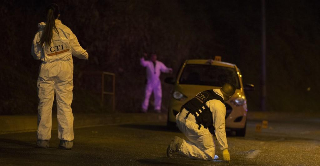 """En este taxi se movilizaba como pasajero alias """"Orejas"""". El taxista también falleció. Foto de Santiago Mesa."""