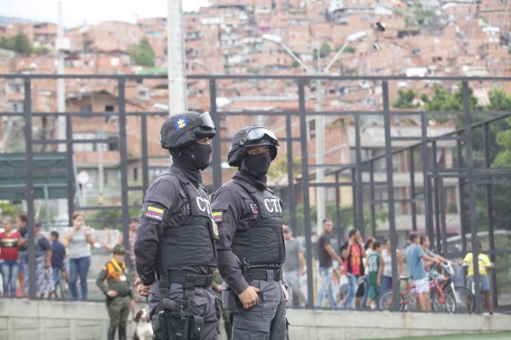 Este miércoles 25 de abril hubo consejo de seguridad en la comuna 13, en el que se anunció el refuerzo de pie de fuerza. Foto cortesía de la Alcaldía.