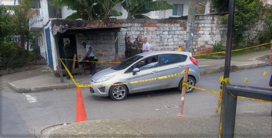 """En este carro se movilizaba alias """"Lobo"""", cuando lo asesinaron en el corregimiento San Antonio de Prado. Foto cortesía de Guardianes Antioquia."""