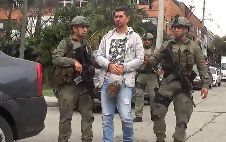 """Captura de alias """"el Tigre"""", presunto delegado de """"los Urabeños"""" en Medellín. Foto cortesía Policía."""