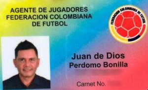 Juan Perdomo, asesinado en Barranquilla, se identificaba con este carné falso de la Federación Colombiana de Fútbol. Cortesía.