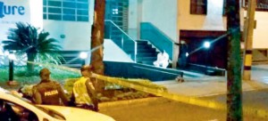 El conductor Wilman García fue asesinado en la entrada del edificio Azure, en el barrio Conquistadores. Cortesía.
