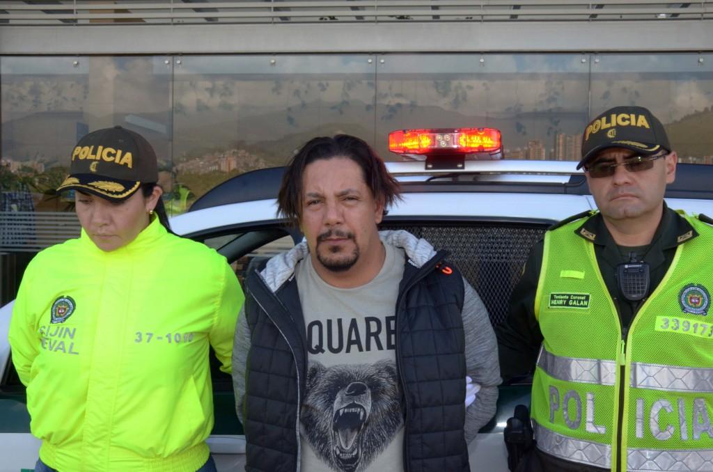 """Juan Carlos Mesa Vallejo, alias """"Tom"""" o """"Carlos Chata"""", el día de su captura en El Peñol, Antioquia. Foto cortesía de la Policía."""