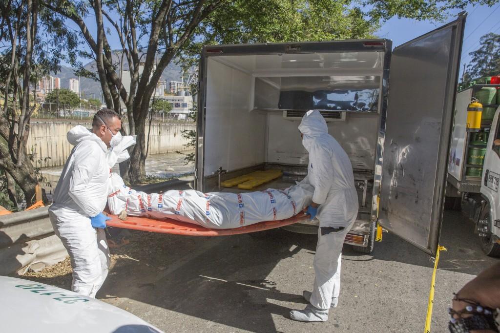 El 3 de enero de 2019 hallaron un cadáver masculino flotando en el río Medellín, a la altura de la estación Acevedo del Metro. Foto de Edwin Bustamante.