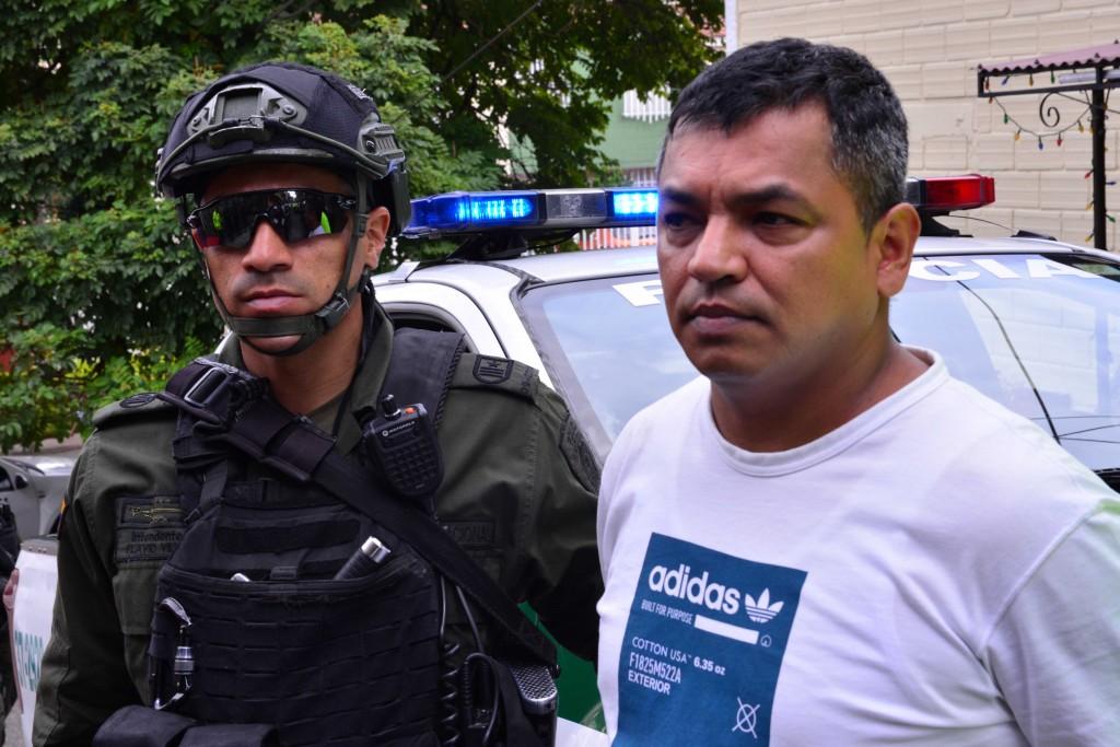 """Así fue la captura de alias """"el Boyaco"""", quien tiene antecedentes delincuenciales desde 2001. Foto cortesía de la Policía."""