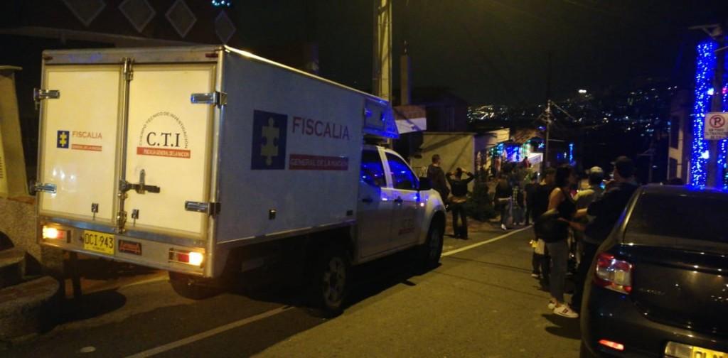 Escena del doble homicidio en el barrio San Rafael de Envigado, donde una de las víctimas fue un expolicía (13/12/18).