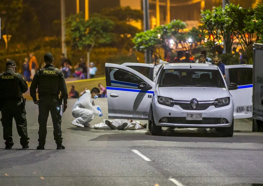 Así fue la escena del crimen en la Loma de los Balsos, donde fue asesinado un ciudadano cartagenero que iba en un taxi. Foto de Juan Antonio Sánchez.