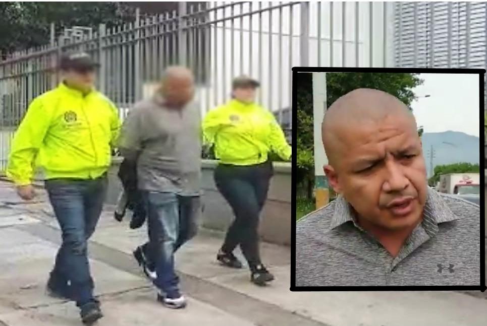 """John Eduard Barbosa (""""Barbosa""""), al momento de ser conducido a la sede de la Sijín en Medellín, donde antes laboró como policia. Cortesía de la Dijín."""